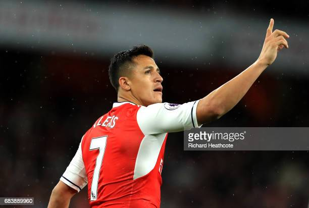 Alexis Sanchez of Arsenal celebrates scoring his sides first goal during the Premier League match between Arsenal and Sunderland at Emirates Stadium...