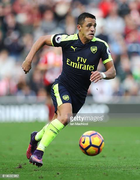 Alexis Sanchez of Arsenal controls the ball during the Premier League match between Sunderland and Arsenal at Stadium of Light on October 29 2016 in...