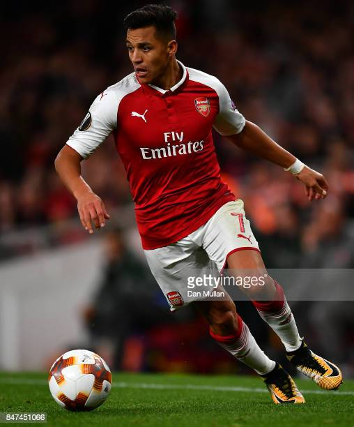 Alexis Sanchez of Arsenal controls the ball during the UEFA Europa League group H match between Arsenal FC and 1 FC Koeln at Emirates Stadium on...