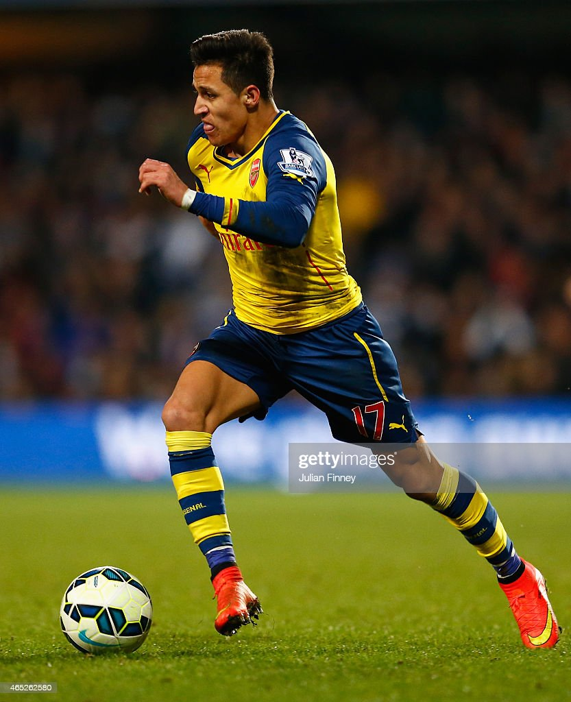 Alexis Sanchez of Arsenal in action during the Barclays Premier League match between QPR and Arsenal at Loftus Road on March 4, 2015 in London, England.