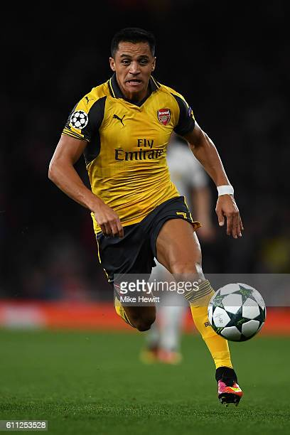 Alexis Sanchez of Arsenal in action during the UEFA Champions League match between Arsenal FC and FC Basel 1893 at Emirates Stadium on September 28...