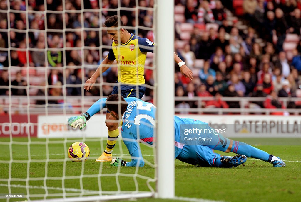 Alexis Sanchez of Arsenal rounds goalkeeper Vito Mannone of Sunderland to score histeam'ssecond goal during the Barclays Premier League match between Sunderland and Arsenal at the Stadium of Light on October 25, 2014 in Sunderland, England.