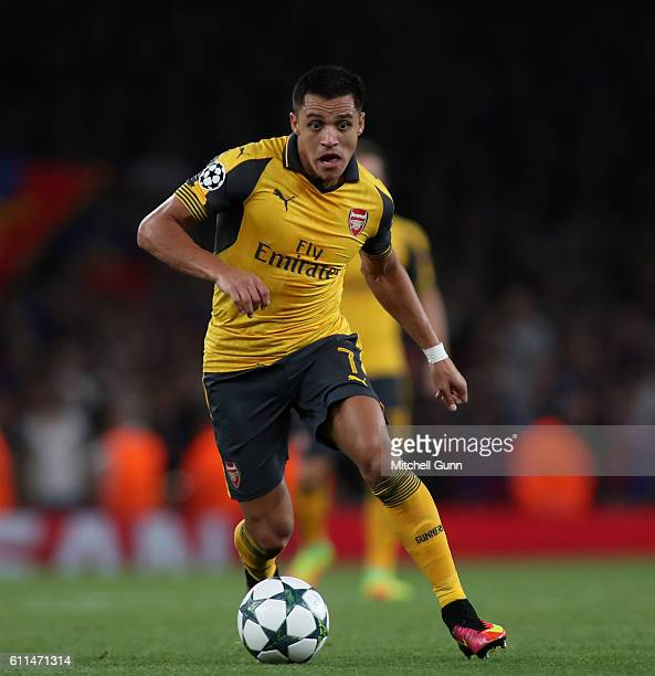Alexis Sanchez of Arsenal runs with the ball during the Champions League match between Arsenal and FC Basel at The Emirates Stadium on September 28...