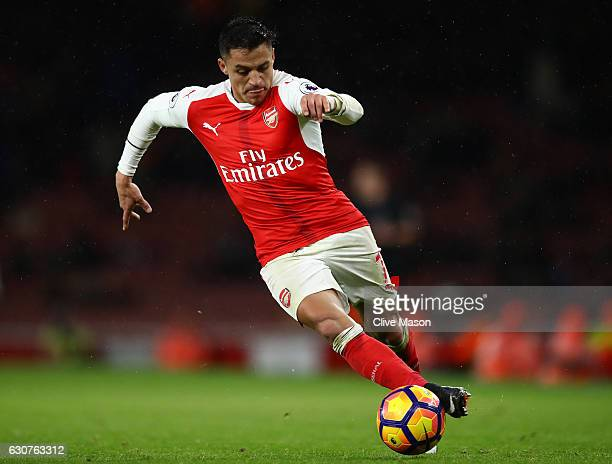 Alexis Sanchez of Arsenal runs with the ball during the Premier League match between Arsenal and Crystal Palace at the Emirates Stadium on January 1...