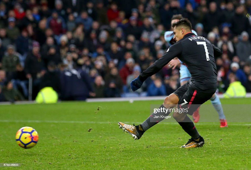 Alexis Sanchez of Arsenal scoires the first goal from the penalty spot during the Premier League match between Burnley and Arsenal at Turf Moor on November 26, 2017 in Burnley, England.