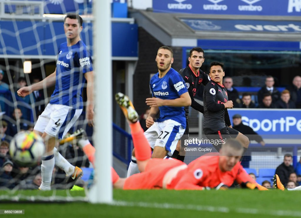 Alexis Sanchez of Arsenal scores his sides fifth goal during the Premier League match between Everton and Arsenal at Goodison Park on October 22, 2017 in Liverpool, England.
