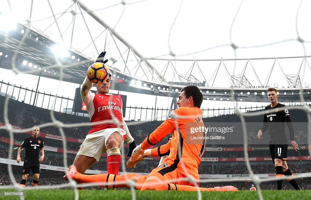 Alexis Sanchez of Arsenal scores the opening goal during the Premier League match between Arsenal and Hull City at Emirates Stadium on February 11, 2017 in London, England.