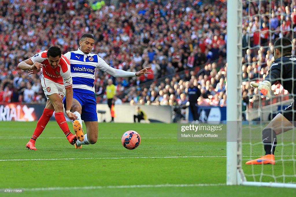 Reading v Arsenal - FA Cup Semi Final : News Photo