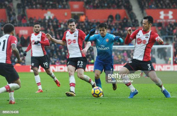 Alexis Sanchez of Arsenal takes on Ryan Bertrand Sofiane Boufal Pierre Emile Hojberg and Maya Yoshida of Southampton during the Premier League match...