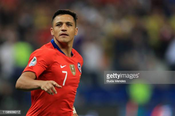 Alexis Sanchez of Chile celebrates after scoring the winning penalty during a shootout after the Copa America Brazil 2019 quarterfinal match between...