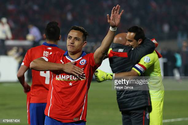 Alexis Sanchez of Chile celebrates after winning the 2015 Copa America Chile Final match between Chile and Argentina at Nacional Stadium on July 04,...