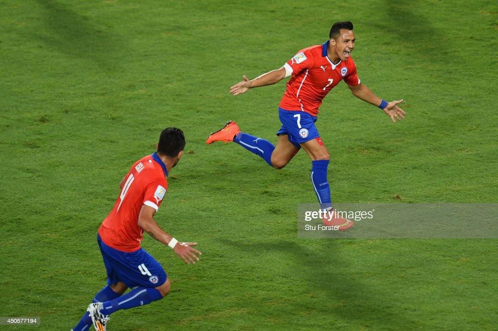Chile v Australia: Group B - 2014 FIFA World Cup Brazil