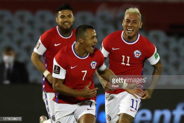 Alexis Sanchez of Chile celebrates with teammates after scoring the first goal of his team during a match between Uruguay and Chile as part of South...