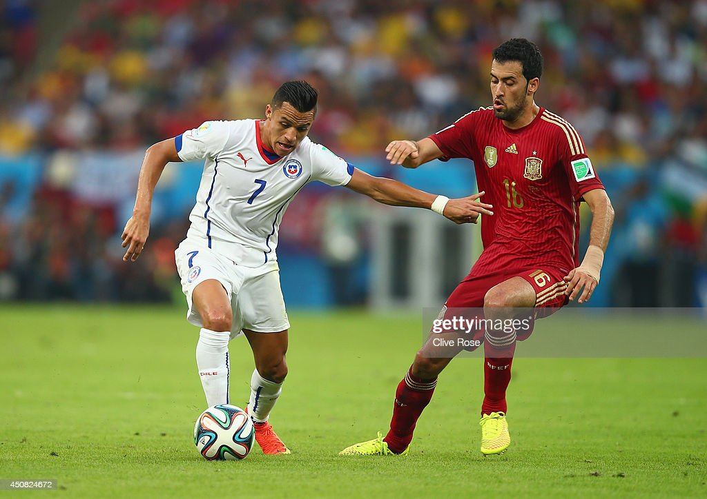 Spain v Chile: Group B - 2014 FIFA World Cup Brazil : News Photo