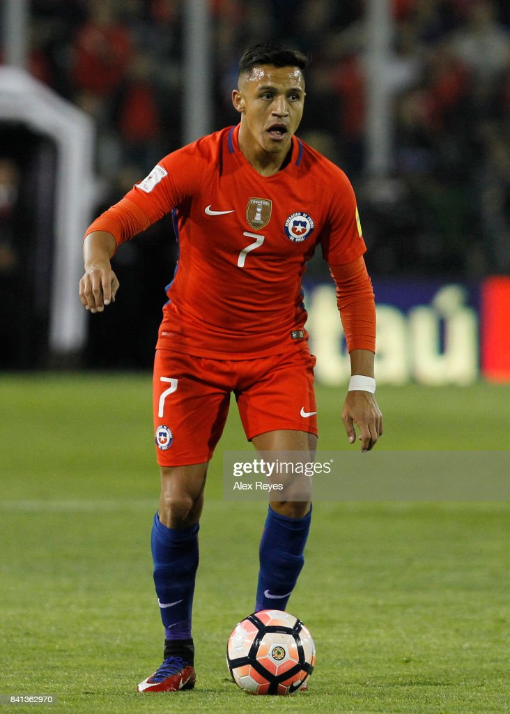Alexis Sanchez of Chile controls the ball, during a match between Chile and Paraguay as part of FIFA 2018 World Cup Qualifiers at Monumental Stadium on August 31, 2017 in Santiago, Chile.