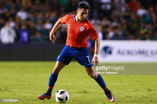 Alexis Sanchez of Chile controls the ball during the international friendly match between Mexico and Chile at La Corregidora Stadium on October 16...