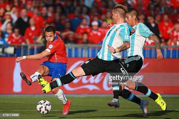 Alexis Sanchez of Chile kicks the ball during the 2015 Copa America Chile Final match between Chile and Argentina at Nacional Stadium on July 04,...