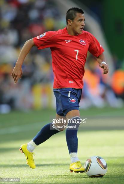 Alexis Sanchez of Chile runs with the ball during the 2010 FIFA World Cup South Africa Group H match between Honduras and Chile at the Mbombela...