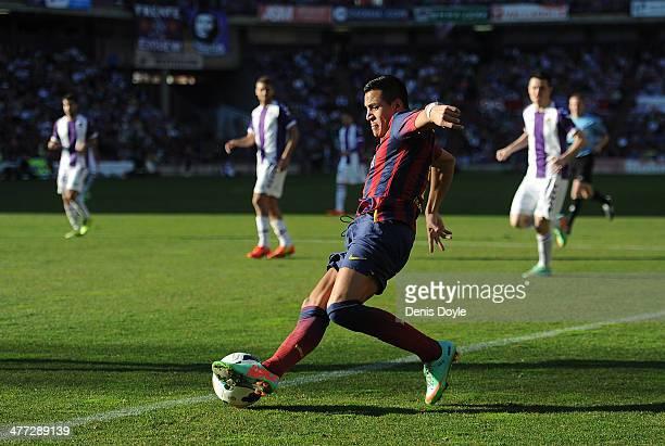 Alexis Sanchez of FC Barcelona controls the ball during the La Liga match between Real Valladolid CF and FC Barcelona at Estadio Nuevo Jose Zorillo...