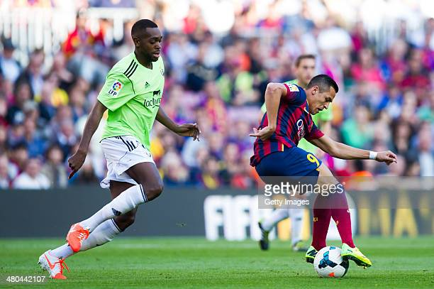 Alexis Sanchez of FC Barcelona controls the ball in front of Raoul Cedric Loe of CA Osasuna during the La Liga match between FC Barcelona and CA...