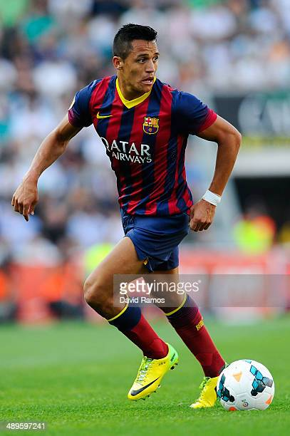 Alexis Sanchez of FC Barcelona runs with the ball during the La Liga match between Elche FC and FC Barcelona at Estadio Manuel Martinez Valero on May...