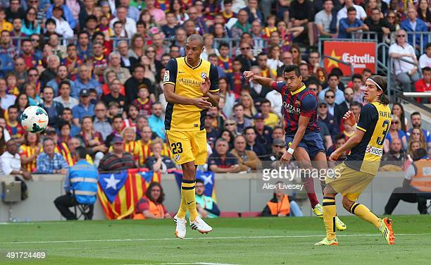 Alexis Sanchez of FC Barcelona scores the opening goal during the La Liga match between FC Barcelona and Club Atletico de Madrid at Camp Nou on May...