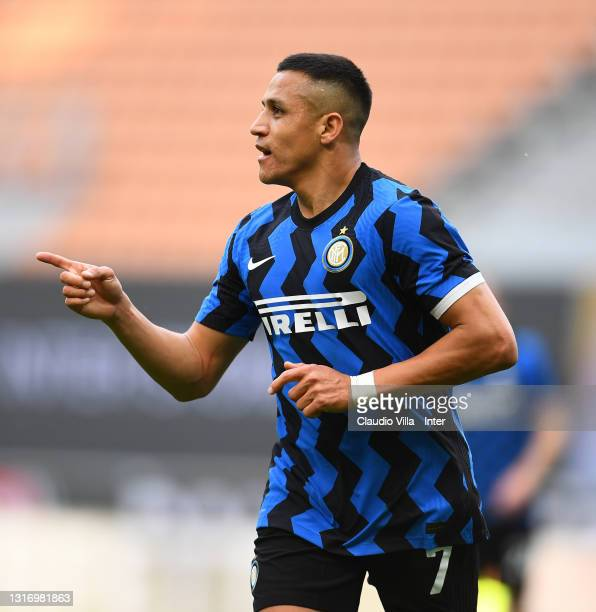 Alexis Sanchez of FC Internazionale celebrates after scoring the third goal of his team during the Serie A match between FC Internazionale and UC...