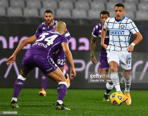 Alexis Sanchez of FC Internazionale competes for the ball with Sofyan Amrabat of ACF Fiorentina during the Serie A match between ACF Fiorentina and...