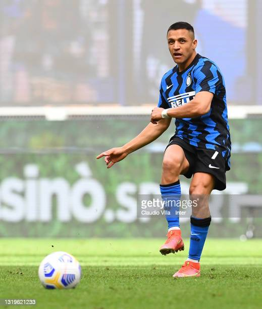 Alexis Sanchez of FC Internazionale in action during the Serie A match between FC Internazionale Milano and Udinese Calcio at Stadio Giuseppe Meazza...