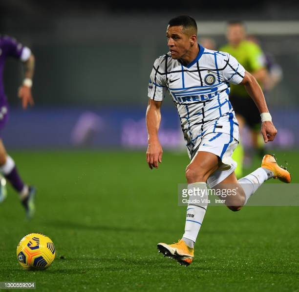 Alexis Sanchez of FC Internazionale in action during the Serie A match between ACF Fiorentina and FC Internazionale at Stadio Artemio Franchi on...