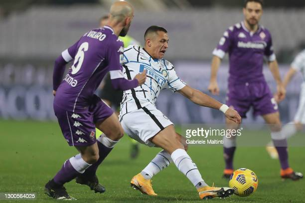 Alexis Sanchez of FC Internazionale passes the ball during the Serie A match between ACF Fiorentina and FC Internazionale at Stadio Artemio Franchi...