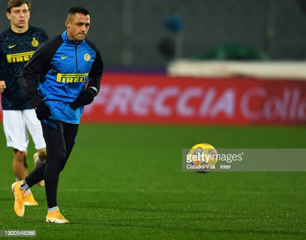 Alexis Sanchez of FC Internazionale warms up ahead before the Serie A match between ACF Fiorentina and FC Internazionale at Stadio Artemio Franchi on...
