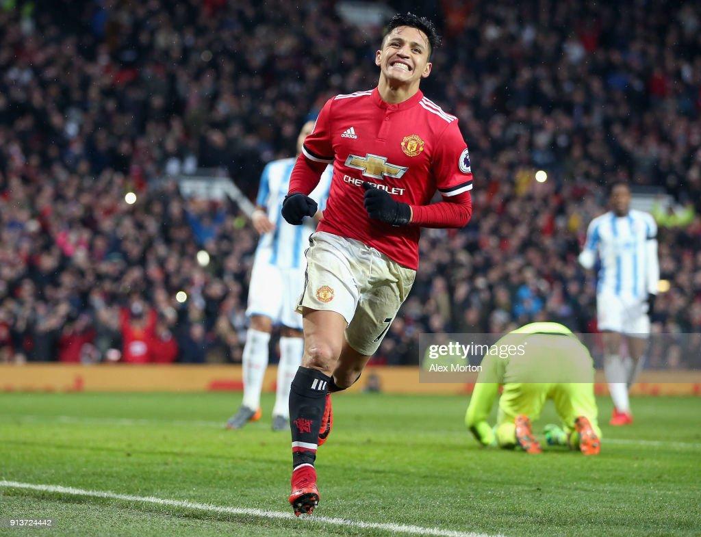 Manchester United v Huddersfield Town - Premier League : ニュース写真