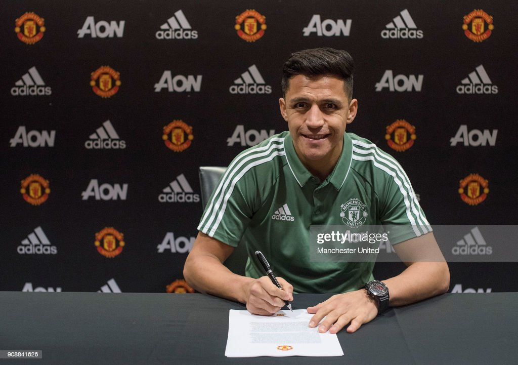 Manchester United Unveil New Signing Alexis Sanchez : News Photo