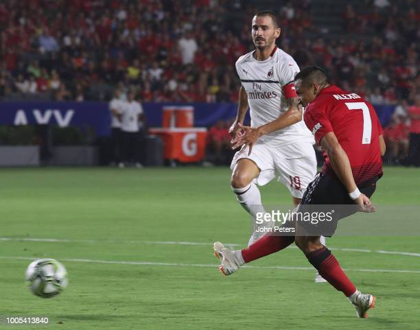 Alexis Sanchez of Manchester United scores their first goal during the preseason friendly match between Manchester United and AC Milan at Rose Bowl...