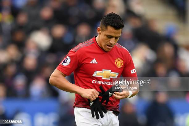Alexis Sanchez of Manchester United takes his gloves off during the Premier League match between Leicester City and Manchester United at The King...