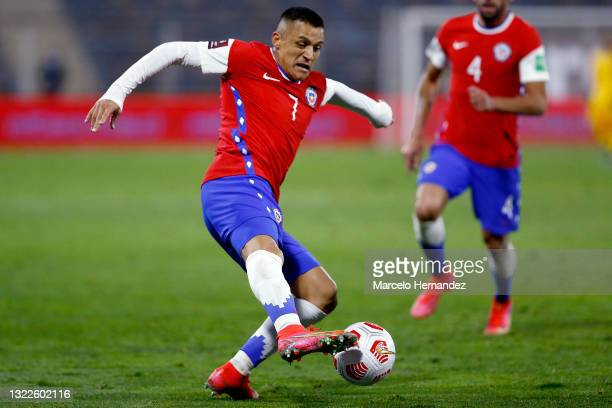 Alexis Sánchez of Chile controls de ball during a match between Chile and Bolivia as part of South American Qualifiers for Qatar 2022 at Estadio San...
