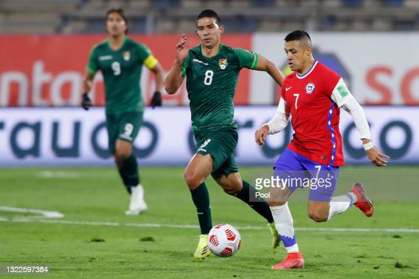 Alexis Sánchez of Chile runs with the ball during a match between Chile and Bolivia as part of South American Qualifiers for Qatar 2022 at Estadio...