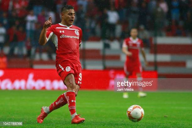Alexis Vega of Toluca controls the ball during the 10th round match between Toluca and Necaxa as part of the Torneo Apertura 2018 Liga MX at Nemesio...