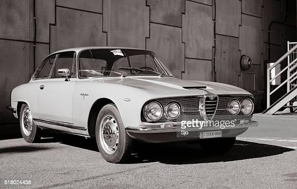 Alfa Romeu 2600 Sprint clássico italiano GT carro desportivo