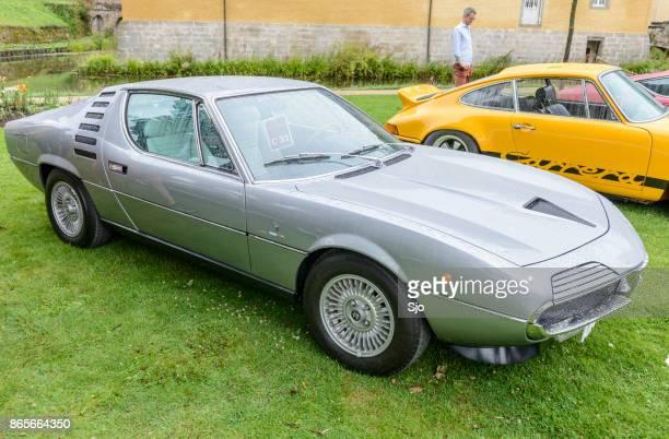 アルファロメオ ・ モントリオール古典的なイタリアのスポーツカー。