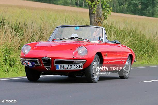 Alfa Romeo Spider Duetto 1966 gesehen bei Oldtimer ADAC Rundfahrt Niedersachsen Classic in Bad Pyrmont