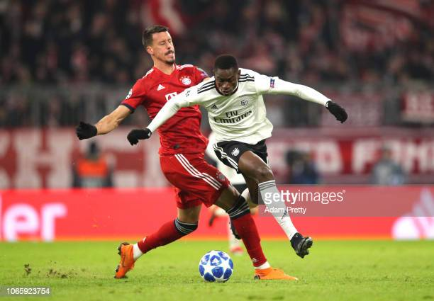Alfa Semedo of Benfica battles for possession with Sandro Wagner of Bayern Munich during the UEFA Champions League Group E match between FC Bayern...