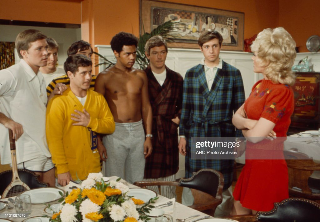 Alfie Wise Mike Evans Connie Stevens Extras Appearing In The Walt News Photo Getty Images