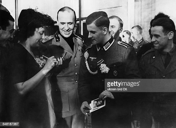 Alfieri Dino *08071886 Politiker Diplomat Italien bei einem 'Bunten Nachmittag' fuer verwundete deutsche und italienische Soldaten in der Botschaft...