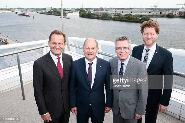 Alfons Hoermann President of DOSB First mayor of Hamburg Olaf Scholz Thomas de Maiziere and CEO of the Olympia Hamburg 2024 Nikolas Hill poses before...