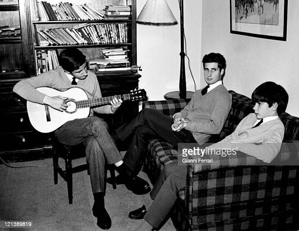 Alfonso Carlos and Jacobo sons of the Duchess Cayetana of Alba at the 'Palacio de Liria' 25th February 1966 Madrid Spain Photo by Gianni...
