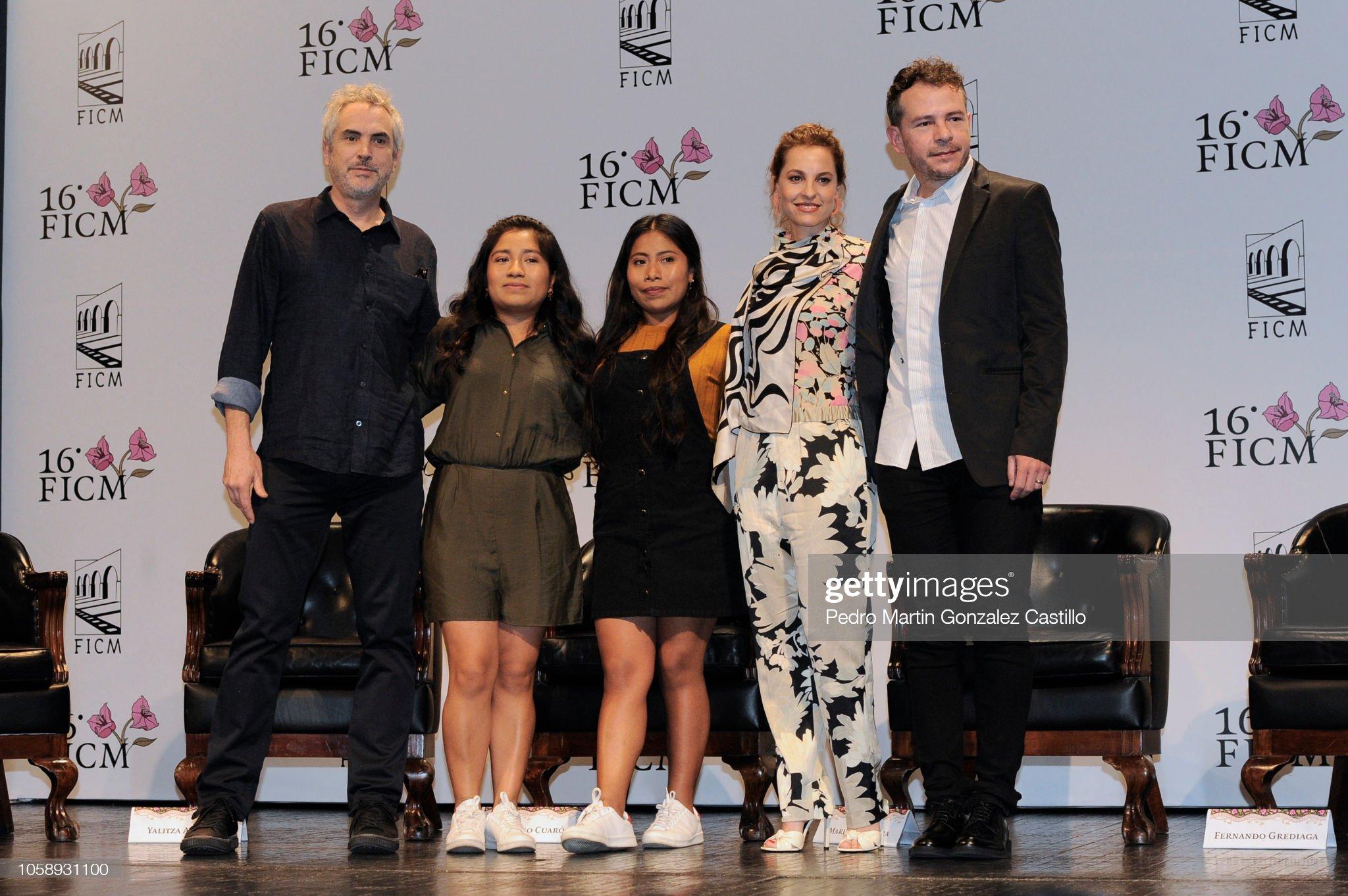 ¿Cuánto mide Nancy García? - Altura - Real height Alfonso-cuarn-nancy-garcia-yalitza-aparicio-marina-de-tavira-and-picture-id1058931100?s=2048x2048