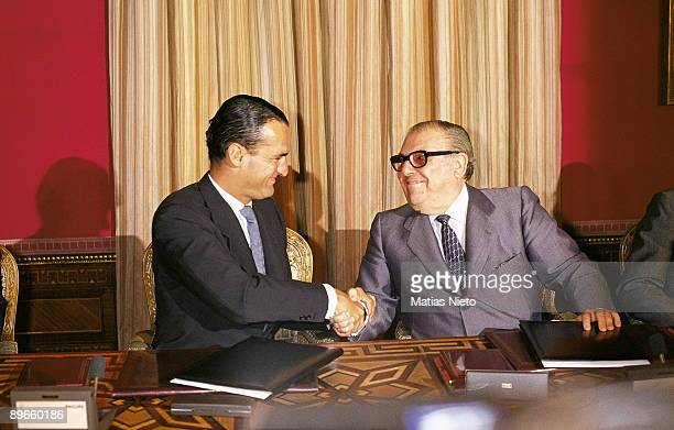 Alfonso Escamez and Mario Conde after the signing of an agreement BanestoBCH