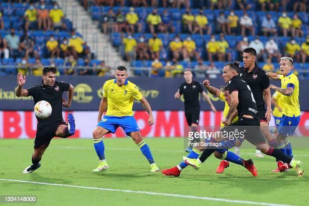 Alfonso Espino of Cadiz CF scores their side's first goal during the La Liga Santander match between Cadiz CF and Levante UD at Estadio Nuevo...